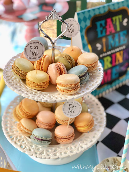 Macarons for Alice in Wonderland party